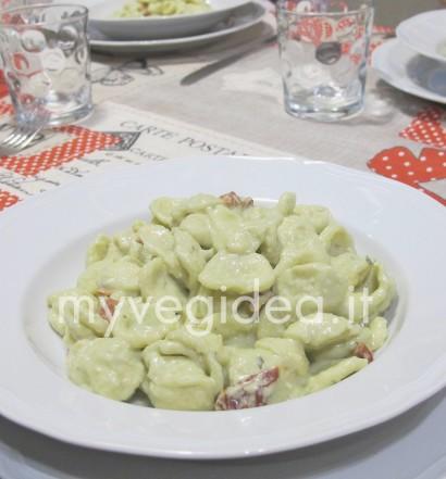 Orecchiette pesto fagioli e pomodorini